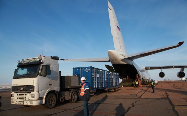 The first batch of OneWeb satellites arrived at Baikonur to prepare for launch